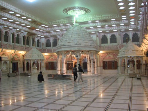 Malpura Dadabadi, inside the main hall Image 1