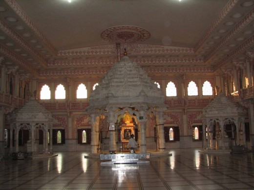 Malpura Dadabadi, inside the main hall Image 2