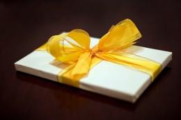 Yellow looped ribbon bow.