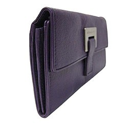 Michael Kors Wallet - Luxury Accessory at their finest.