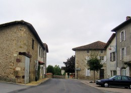 Vayres village centre