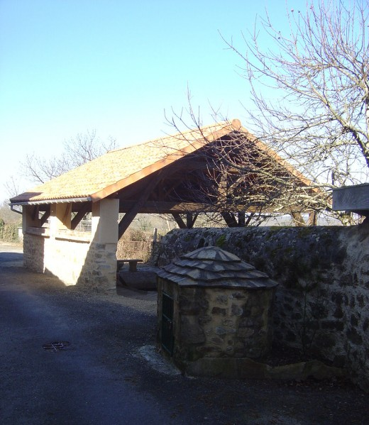Vayres fountain and ancient washing house