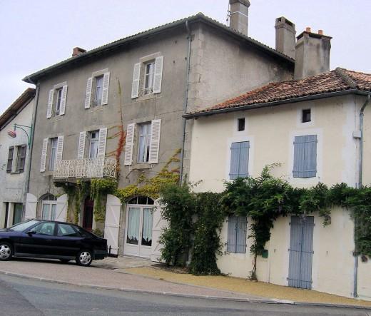 Pretty houses in Vayres village