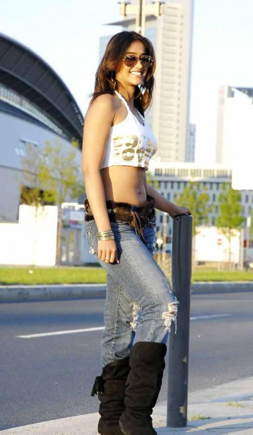 Ileana in tight jeans