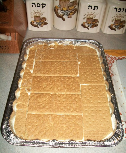 Put out the third (and the last) layer of Graham Crackers.