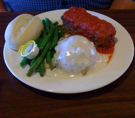 Meatloaf lunch plate