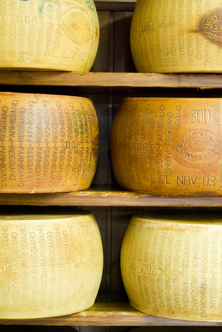 Grading & production information on wheels of Parmigiano-Reggiano  Jborzicchi|Dreamstime.com