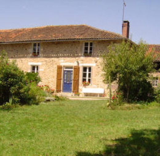 Bed and Breakfast, three star gite and painting holidays near Rochechouart. Contact me on +33 (0)5 55 48 29 84, at info@lestroischenes or check out our web site www.lestroischenes.com
