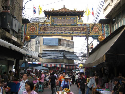 Entrance to Sampaeng Lane (which parallels Yaowarat Road) right on Ratchawong Road