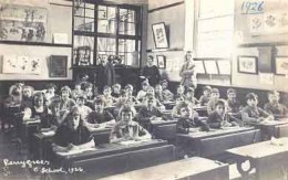 I started school in 1941.  The class rooms were much the same.  It's far different now!