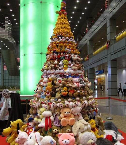 Stuffed toys Christmas tree