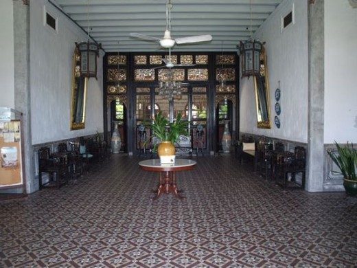 A large foyer for receiving guests