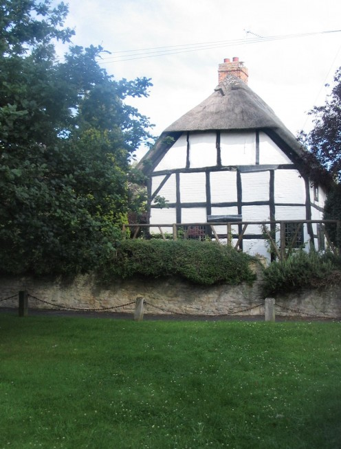 Thatched Cottage, Shottery, 9th July '07.  Copyright Tricia Mason