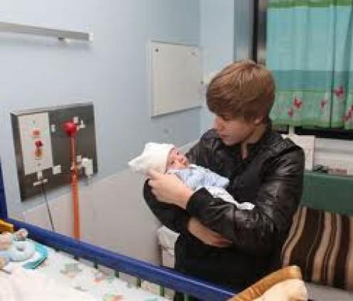 justin bieber love heart. I salute to you Justin Bieber