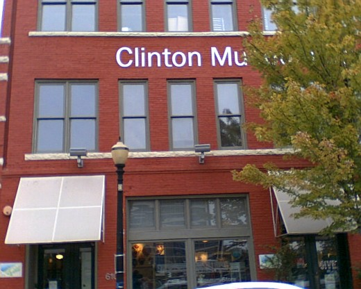 The Clinton Museum, if you stand on the sidewalk, facing forward, to your left is the Clinton Presidential Center and library. There is a shuttle