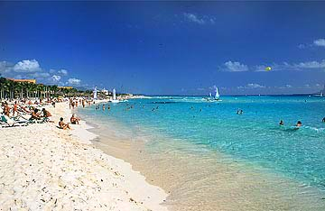 Relax on Cancuns white sandy beaches