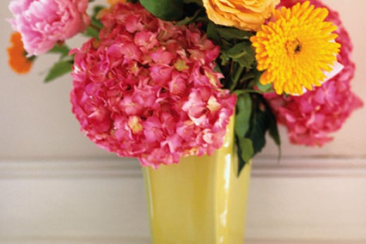 Turn a plastic cup into a pretty vase for flowers