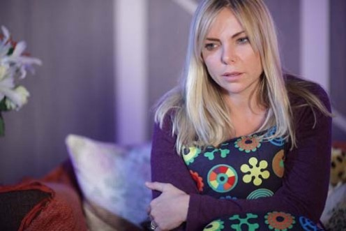 poor Ronnie discovers her son James has tragicaly died from cot death and in a state of shock and desperation she swaps him with Kat's baby Tommy