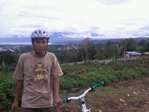 Me and My Dirt Jump Mountain Bike Polygon Cozmic DX 2.0 at a hill above Manokwari city