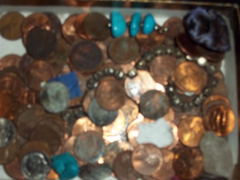 Loose change, special coin, gems or broken chains that must be transported, can be kept safely wrapped in coffee filters