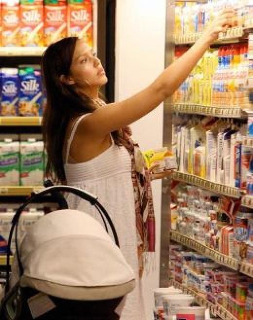 Jessica Alba grocery shopping