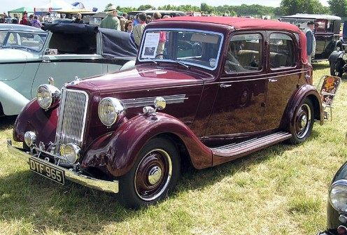 1939 Armstrong Siddeley.  I love old cars like these.