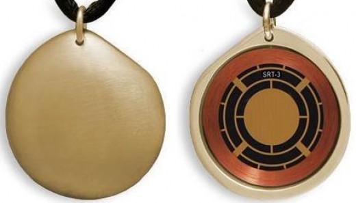 Clarus Q-LINK Brushed SRT3 Gold Pebble Golf Pendant