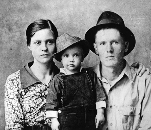 Elvis as a youth with his parents, Gladys and Vernon