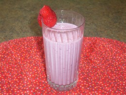 Frozen drinks like this banana-strawberry smoothie can be very filling.