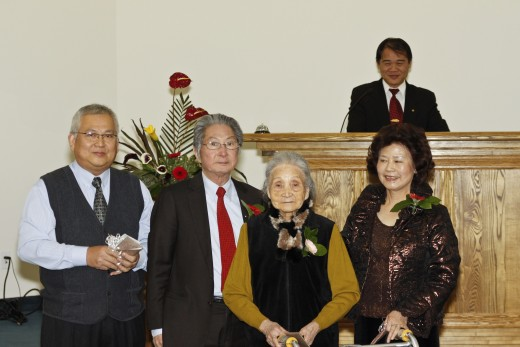 Pr. LukeHsieh behind the pulpit. Centre: Sis. Ann Chen (88 years) Left: Dn. Apollos Lee, Bro. Ryan Chen (son), Sis. Ann Chen and Sis. Lynn Chen (d-i-l)