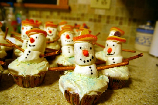 These snowman cupcakes are extremely cute and simple to create!