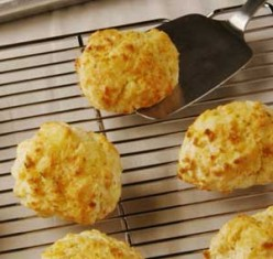 World Famous Cheddar Bay Biscuits