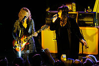Nancy and Ann Wilson of Heart at the Canary Foundation concert on July 28, 2007