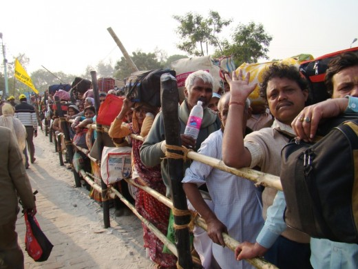 Pilgrims waiting in queue