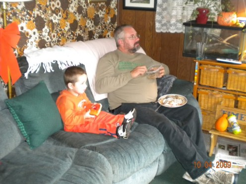 Eating while watching TV By willettswoman, source: Photobucket