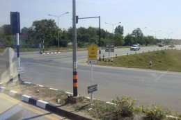 This is intersection where we turned right on the way to the immigration point.