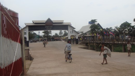 The gate with vendors crossing over. They were stopped by authorities to have their goods checked.