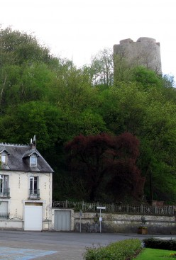 The castle at Guise still looms over the town