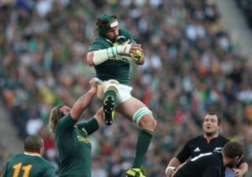 The Springboks' Victor Matfield takes an uncontested rugby lineout throw against the All Blacks
