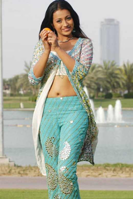 Trisha Krishnan Hot Sexy Glamorous Image Navel Show From