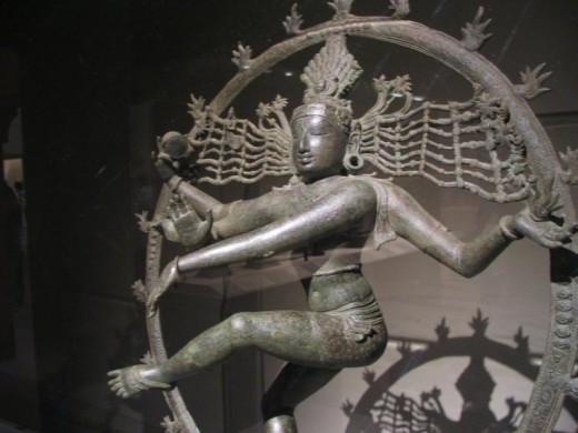 Bronce Chola Estatua que representa la danza de Shiva como Nataraja.  Metropolitan Museum of Art, Nueva York.