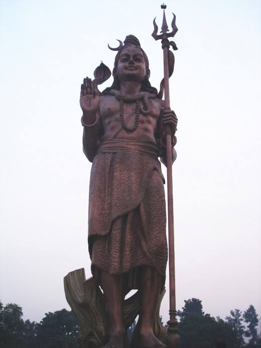 Una estatua de Shiva cerca del aeropuerto internacional Indira Gandhi, Delhi