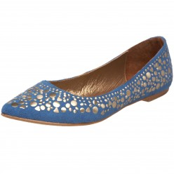Blue flats with embellishment? Yes please! They're perfect for a night out with dresses or jeans, a simple T-shirt, and a statement necklace.