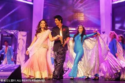 Shah Rukh Khan and Madhuri Dixit perform at the 56th Idea Filmfare Awards at Yashraj Studios in Mumbai on January 29, 2011. (BCCL/) 30 Jan, 2011