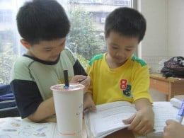 Taiwanese children practicing a tongue-twister