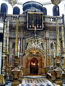 Place of Christs tomb inside the church.
