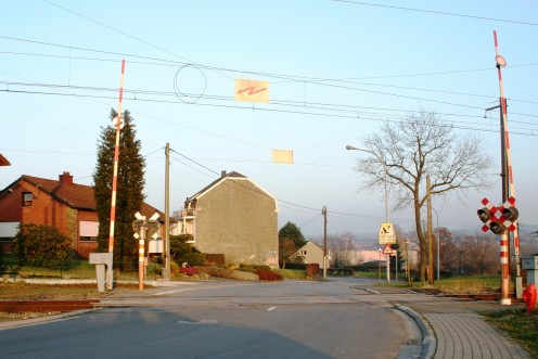 Railroad crossing on the Buschbergerweg. Only 23 km from Aachen, Germany, Kettenis is also a crossroads in more ways than one.