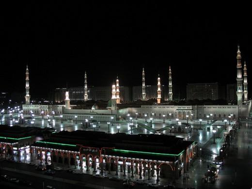 Al-Nabawi Mosque (Al-Masjid al-Nabawi) at night