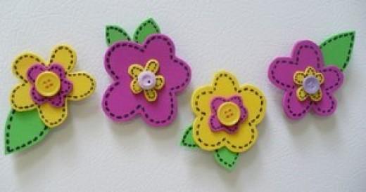 Flower craft tutorials:  How to make spring flower refrigerator magnets