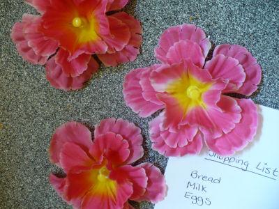 Flower craft tutorials:  How to make silk flower bulletin board pins